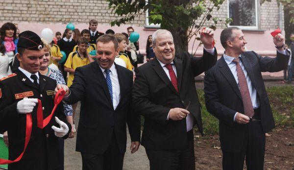 РусВинил провел реконструкцию школьного стадиона в Кстове