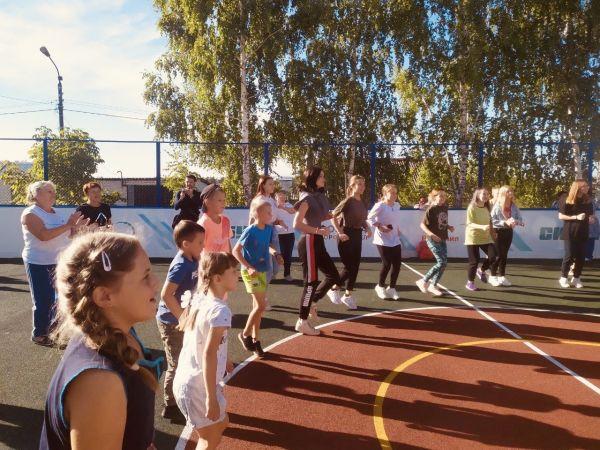 На День города «РусВинил» и «СИБУР-Кстово» подарили кстовчанам многофункциональную спортивную площадку