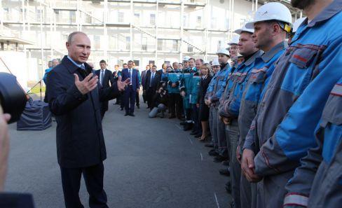 Президент поздравил работников завода с открытием предприятия